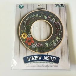 Leisure Arts 49812 Kit Mini Maker Embroidery 8 Floral Wreath